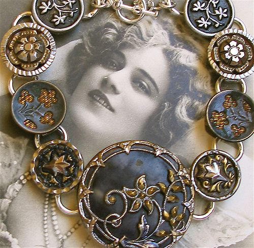Love the black edge to this vintage button bracelet.