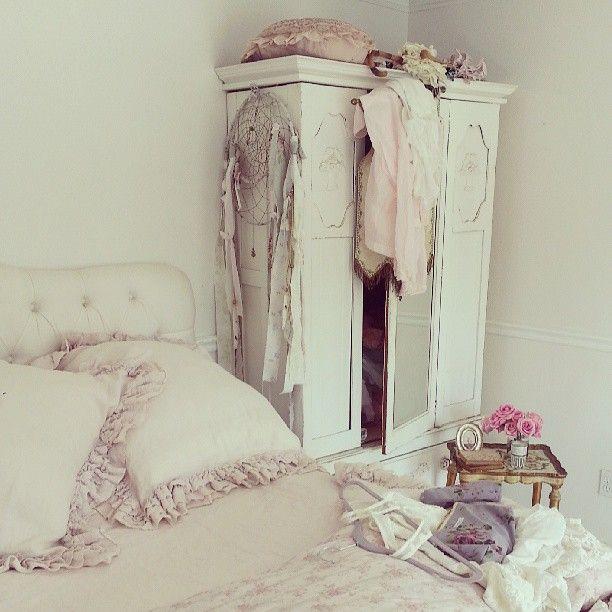 Shabby Chic Vintage Bedrooms: Best 25+ Romantic Cottage Ideas On Pinterest