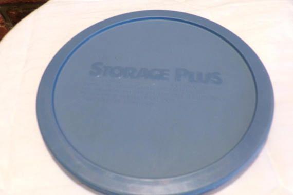 Vintage Pyrex 7402 Blue Blue Pyrex 7402 6 cup Pyrex lid 7