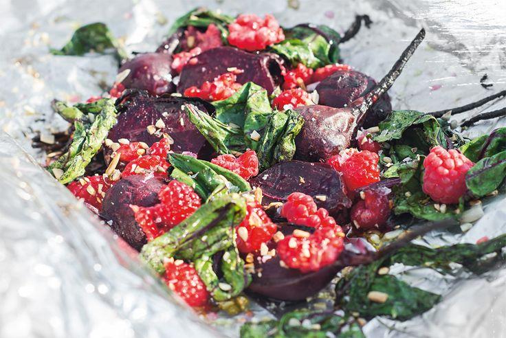 Grilla vegetariskt i folie –recept på bakade rödbetor.