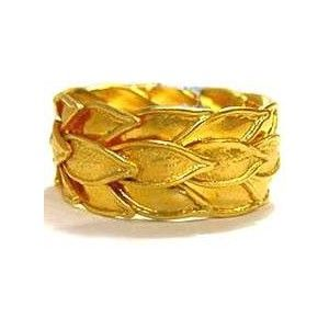 ancient greek gold ring//. Beautiful...wonder if you could have a band made to look like this one?