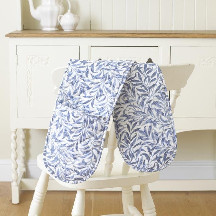 William Morris Willow Bough Blue Floral Oven Glove. This Licenced William Morris Willow Bough Blue Design was first designed in 1887. It was first produced as a wallpaper design which William's daughter, May Morris used to decorate her bedroom before being adapted for fabric in 1895 when it was block printed in Merton Abbey.
