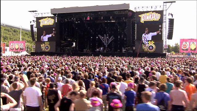 Pinkpop in Landgraaf. 3 dagen feest  alternatieve muziek 60.000 bezoekers -16 geen alcohol ander bandje.