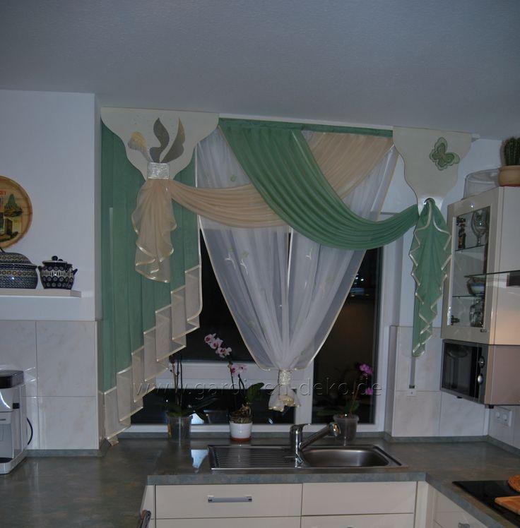 Klassisch gehaltener Küchenvorhang mit Schals in beige und grün - http://www.gardinen-deko.de/klassisch-gehaltener-kuechenvorhang-mit-schals-beige-und-gruen/