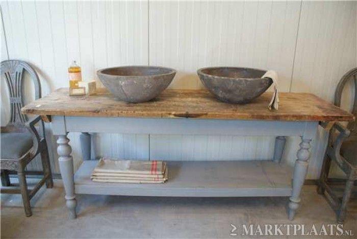Oud brocante badkamermeubel op maat gemaakt