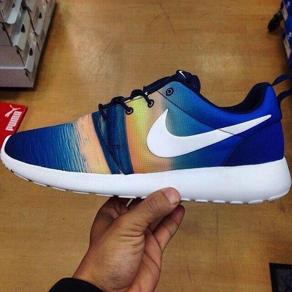 Shoes: Nike roshe runs