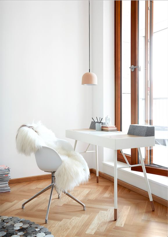 The cupertino desk designed by rené hougaard