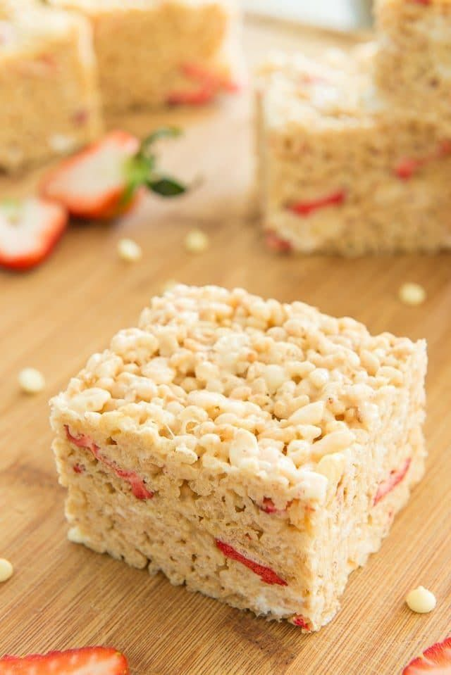 Classic Rice Krispie Treats get an upgrade with Strawberries and White Chocolate! from @fifteenspatulas