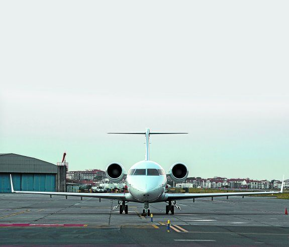 Datos de AENA llegaron a Hondarribia vuelos privados desde Nueva York, Nueva Jersey, Río de Janeiro o Recife, o desde Moscú, Vilnius o Kiev, por poner ejemplos exóticos.