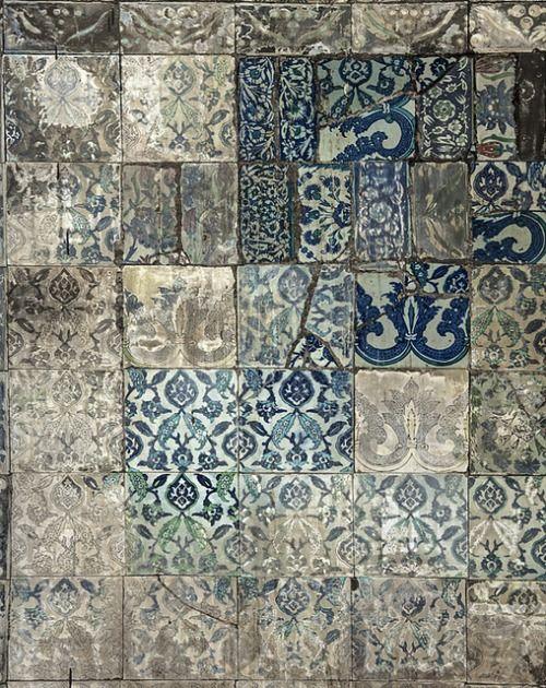 Blue tile design (WRITEONTHESAND)