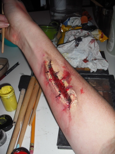 Как нарисовать царапину на руке? | Тонна.