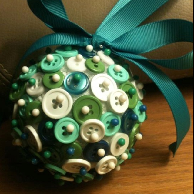 I think this is the ornament I'm going to make for Erin's ornament party!  I have tons of buttons and never knew what to do with them.