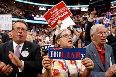 'Esos idiotas peligrosos': los medios progresistas, Trump y los estadounidenses de clase obrera.  Los partidarios de Trump no son la caricatura que presentan los periodistas. Sarah Smarsh, una periodista de origen humilde de Kansas, critica los estereotipos y el clasismo que se cuela en las redacciones. Sarah Smarsh   El Diario, 2016-10-22  http://www.eldiario.es/theguardian/idiotas-peligrosos-progresistas-comprender-estadounidenses_0_571843050.html