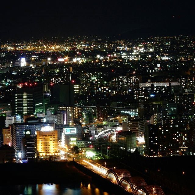 Instagram【toshigram104】さんの写真をピンしています。 《黄昏 #夜景#コンデジ#負けるもんか#三脚#梅田から#淀川》