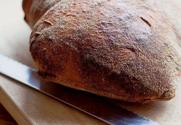 Der eksperimenteres lige nu med brødbagning til brødrenes nye restaurant. Vi har fået lov til at få opskriften på dette brød til BO BEDREs læsere ...