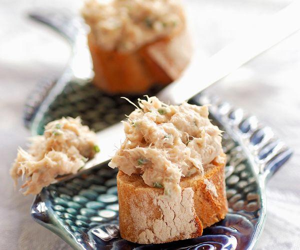 Voici une recette facile pour préparer des rillettes de maquereau. Retrouvez également une astuce du chef Cyril Lignac.