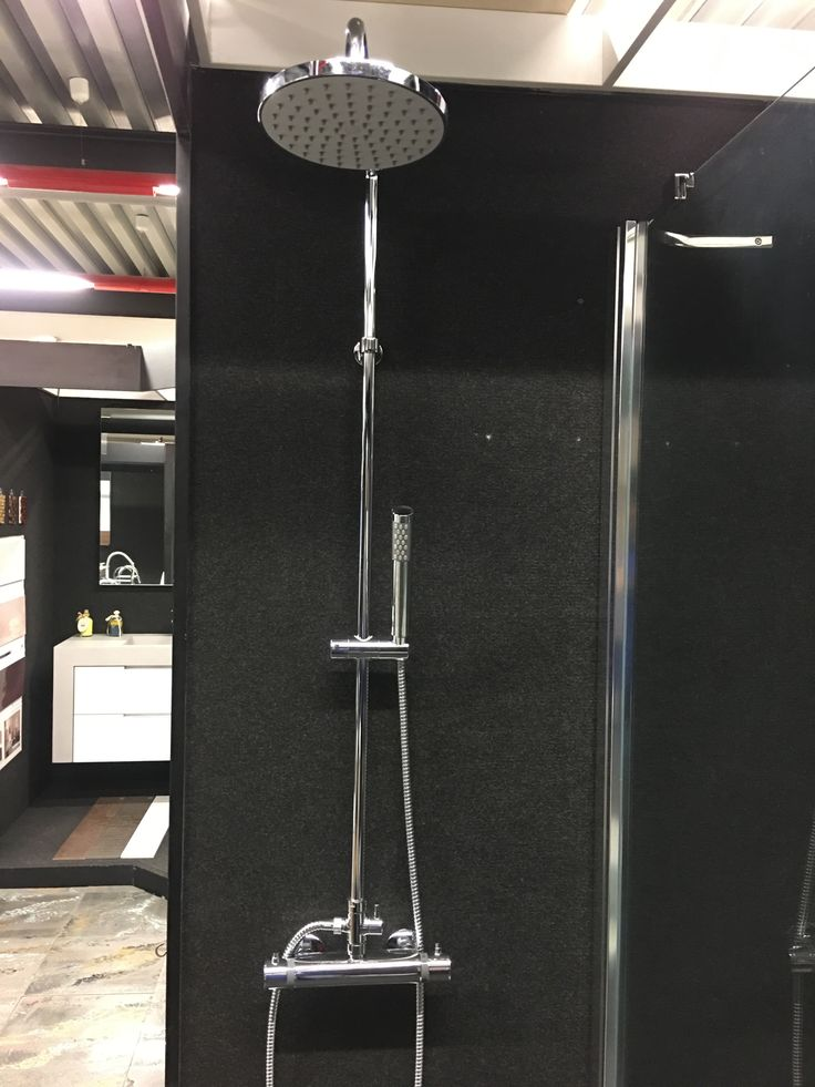 Colonna doccia con deviatore e set doccia con miscelatore termostatico.  Shower column with diverter and shower set with thermostatic mixer. #mixer #termostatico #thermostatic #doccia #soffione #colonnadoccia #vsa #vsaintergroup #highquality #specialprice #deviatore