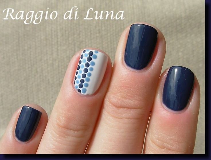 Raggio di Luna Nails: Blue dots