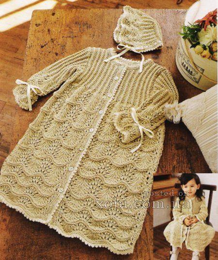 платье на пуговицах вязаное спицами и чепчик