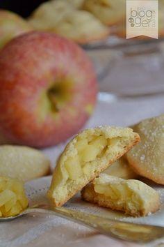 Cari lettori, oggi ho preparato dei fragranti biscottini simil cuor di mela della Mulino Bianco, semplici, veloci e sani, ideali per cola