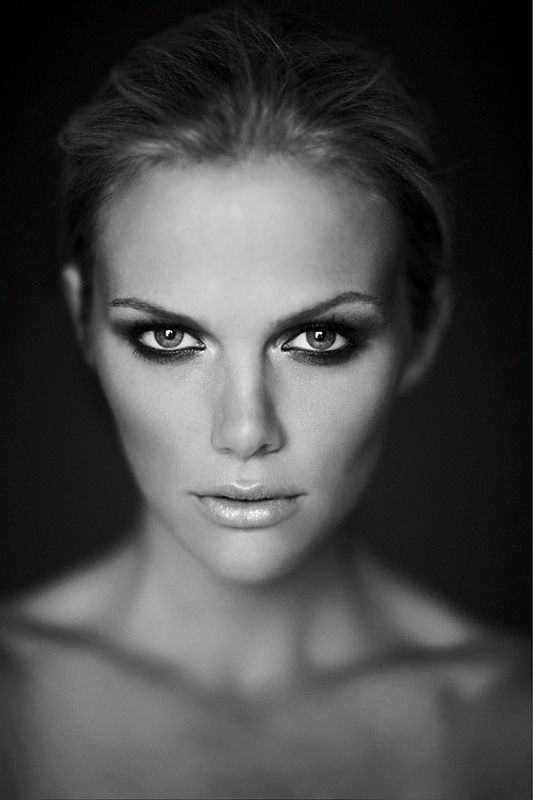 Style Ideas: Stunning Brooklyn Decker | Keep on Stylin' at http://www.raxionmedia.com/2013/05/stunning-brooklyn-decker.html