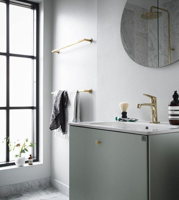 VÅRT FÖRSTA HUS - DET FÄRDIGA RESULTATET! - VALERIE AFLALO få en liten blick in i vårt lilla badrum på ovanvåningen där vi valde Lessmore i en fin mintgrön nyans.