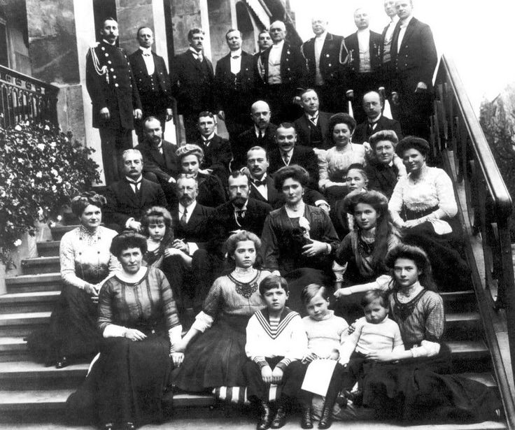Russian and Hessian family group at Wolfsgarten. Children first row: Tsarevich Alexei of Russia, Georg Donatus and Ludwig of Hesse, Tatiana of Russia. Second row: Irene of Prussia, Maria and Olga of Russia. Third row: Grand Duchess Eleonore of Hesse, Anastasia of Russia, Heinrich of Prussia, Tsar Nicholas II and Tsarina Alexandra Feodorovna. Above Nicholas II: Grand Duke Ernst Ludwig as well as Russian and Hessian staff and servants.
