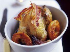 Wachtel mit Bacon und Pfirsich ist ein Rezept mit frischen Zutaten aus der Kategorie Wildgeflügel. Probieren Sie dieses und weitere Rezepte von EAT SMARTER!