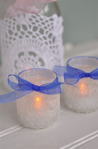 Epsom Salt Covered Baby Food Jars for Votives. Yesss I know I've pinned things like this before... but look, a bow!
