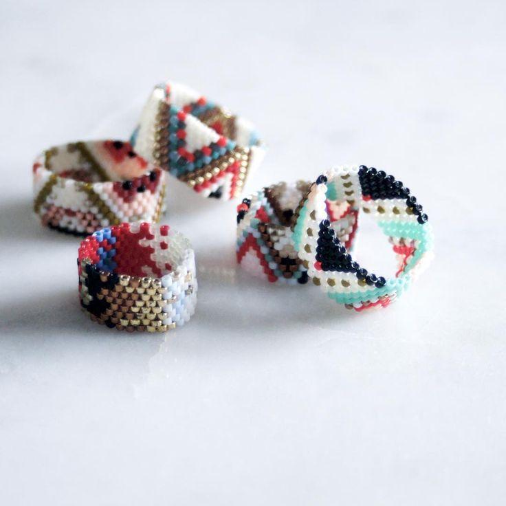 58 отметок «Нравится», 3 комментариев — R U B I N S K I • W O R K S (@rubinskiworks) в Instagram: «You can now order custom peyote beadwork rings on my etsy page!  . . . . . . . . #abstract #Aztec…»