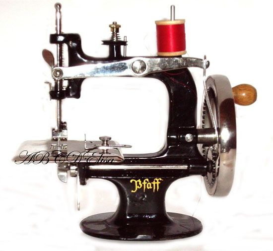61 Best Vintage Sewing Machines Images On Pinterest