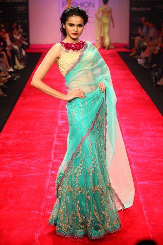 Lovely saree #saree #sari #blouse #indian #outfit #shaadi #bridal #fashion #style #desi #designer #wedding #gorgeous #beautiful