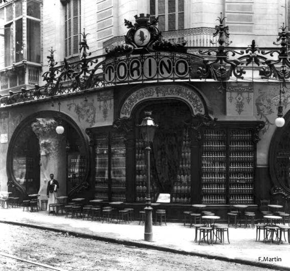 ESPAÑA   Barcelona de siempre   Barcelona eterna - Page 39 - SkyscraperCity Ese café estaba situado en el paseo de Gracia, número 38, y fue propiedad del turinés Flaminio Mezzalama, quien pretendía promocionar el vermouth Martini & Rossi. Lo inauguró el 20 de Septiembre de 1902. Colaboraron en la decoración de Capmany, y Gauudí hizo el salón árabe. Cerró hacia 1910-1911.