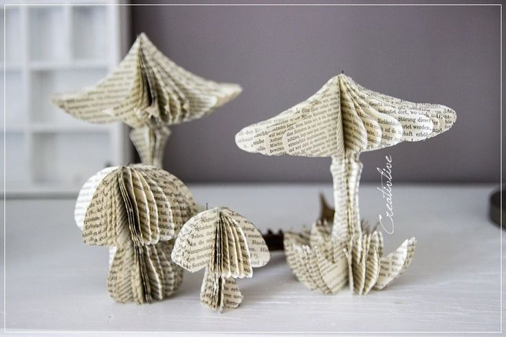 Champignons de papier. Mushrooms made out of old book pages!