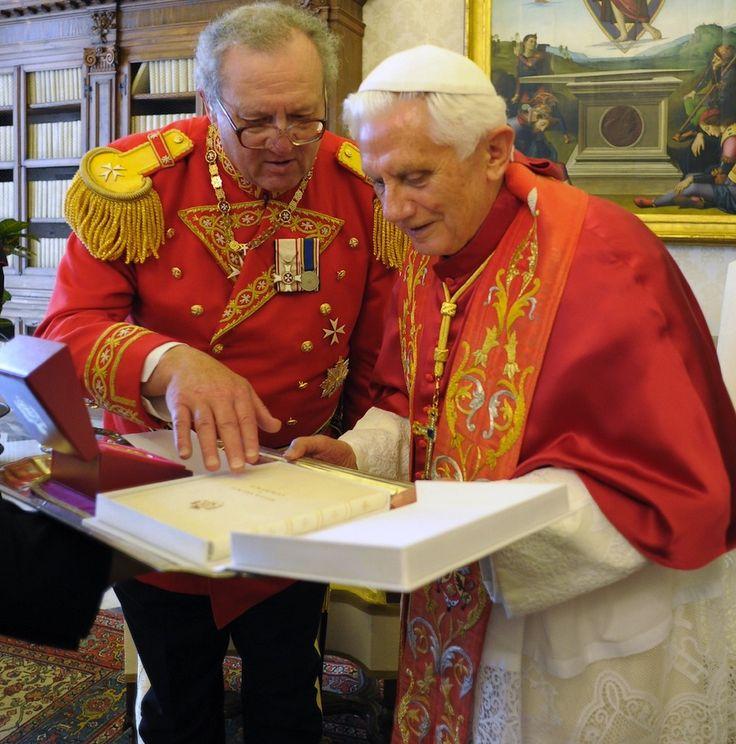 Pope Francis CON-artist & Vicar of Plutocrats THIEF - LIAR ...