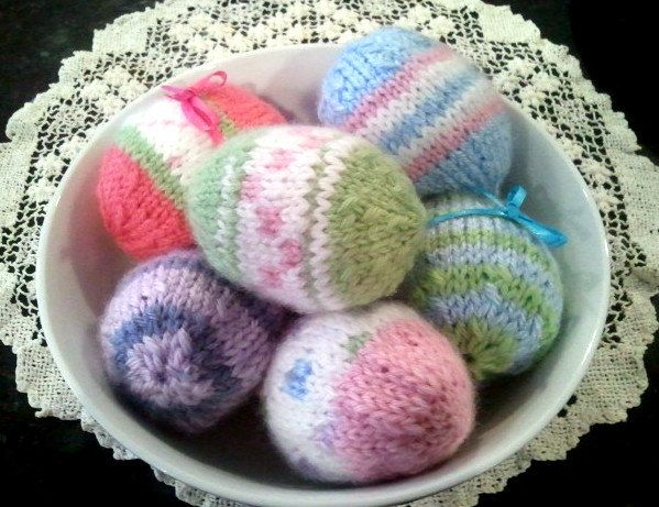 From our friends @Fresh Eggs Daily >>> EASTER EGG Knitting Pattern PDF Fun Easy to Knit Life-size Eggs. $5.00, via Etsy. We just LOVE these ... wish we knew how to knit! ♥
