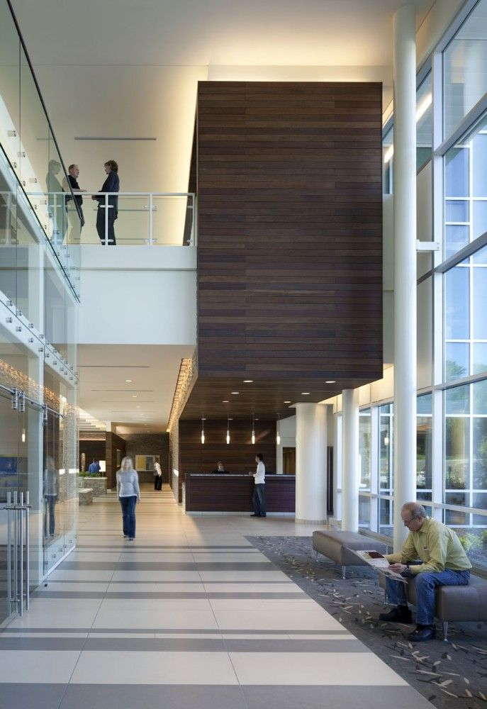 Bellevue Medical Center / HDR Architecture I like how the wooden wall feature turns into a reception desk