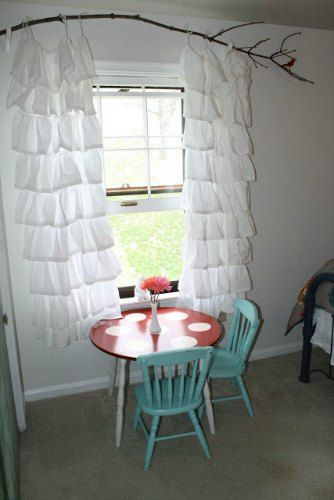 @Kellye Netz tree branch curtain rod - 5 DIY curtain rod ideas...super cute...the nature with the ruffles:)