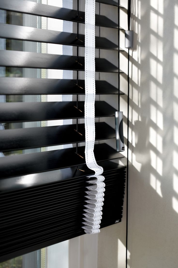 Classic black Venetian Blinds with a white decorative tape create a wow at the window. #black #blinds #luxaflex