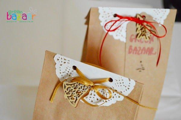 Kreatív ajándékcsomagolás: csipkepapírral díszített talpas papírzacskó   Életszépítők