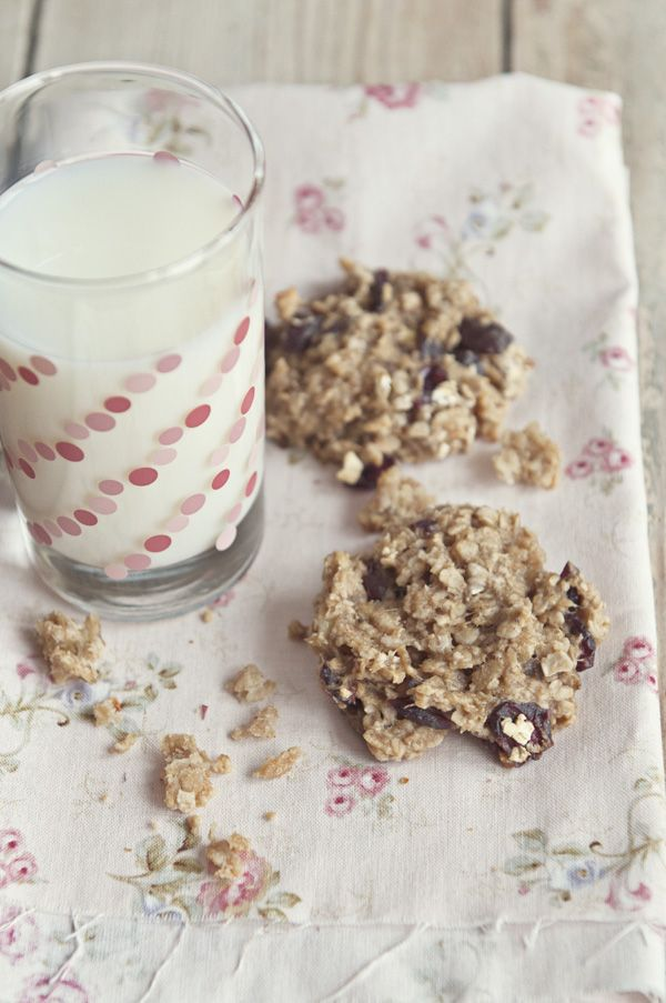 Recipe: Oatmeal Banana Peanut Butter Honey Breakfast Cookies 1 1/2 cups quick cooking oats 2 ripe bananas, mashed 1/2 cup Rice Krispies cereal 1/4 cup peanut butter (creamy or crunchy) 1/4 cup pure honey 1/4 cup Craisins 1 Tablespoon vanilla