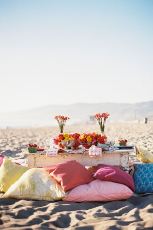 Have a So Cal Couture setting with a comfy and casual beach scene. // Photo courtesy of Braedon Photography