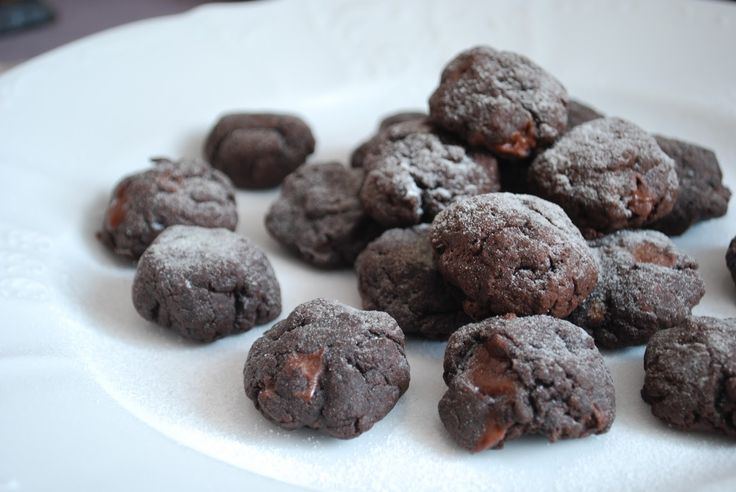 Chocolate cookies with avocados