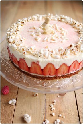 almond cake with lemon cream and strawberries