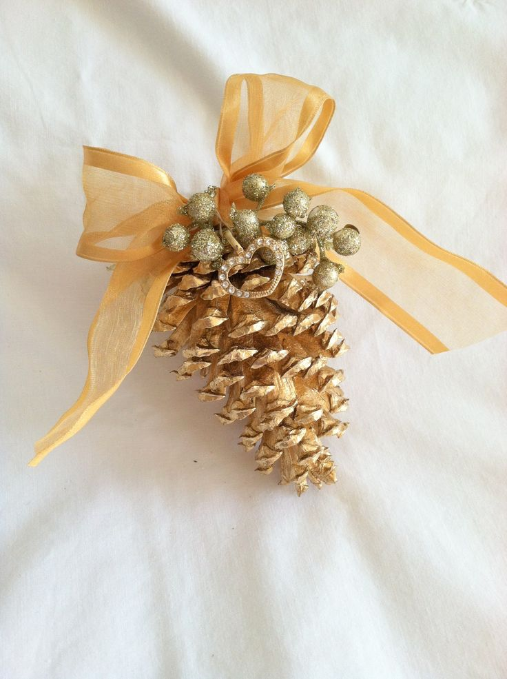711 best christmas ornaments images on pinterest for Pine cone christmas ornaments crafts