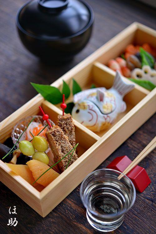 お節 - Osechi-ryori are specially-prepared New Year's dishes to be eaten during the first three days of January.