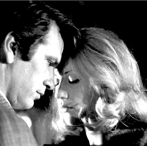 """""""ΓΥΜΝΟΙ ΣΤΟ ΔΡΟΜΟ"""" Γιάννη Δαλιανίδη 1969, Νίκος Κούρκουλος και Ζωή Λάσκαρη"""