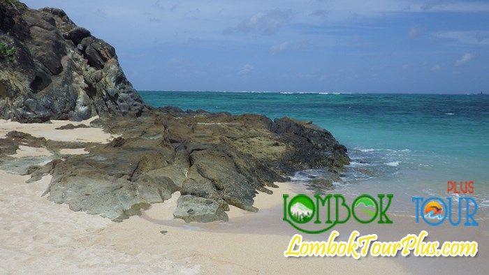 Pantai Kuta Lombok yang mempesona.