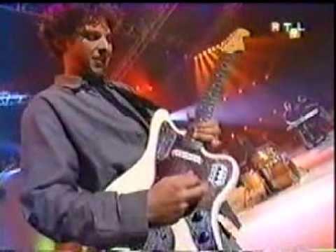 Bonnie Tyler - It's A Heartache - France - 2001 (RTL) #bonnietyler #bonnietylervideo #gaynorsullivan #gaynorhopkins #music #rock #thequeenbonnietyler #therockingqueen #rockingqueen #2000s #2001 #rtl9 #bonnietylerfrance #itsaheartache