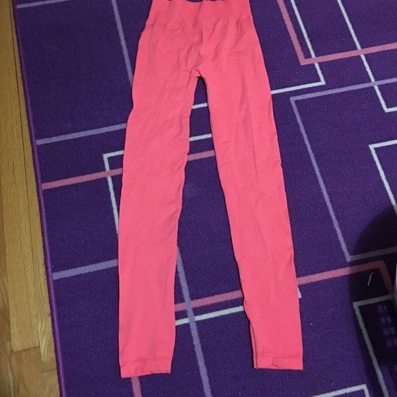 Pink legging ha H&M pink leggings. Never worn before. No stains or tears in the fabric. H&M Pants Leggings